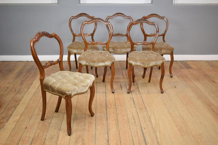 A SET OF 19TH CENTURY LOUIS XV SADDLEBACK VELVET BUTTONED DINING CHAIRS