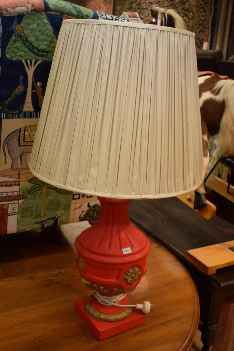 AN ORIENTAL RED PAINTED TABLE LAMP
