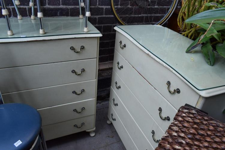 A PAIR OF QUEEN ANNED STYLE WHITE PAINTED CHEST OF DRAWERS