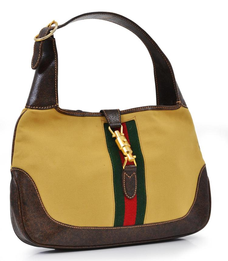 A VINTAGE HANDBAG BY GUCCI