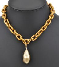 A VINTAGE FAUX PEARL DROP NECKLACE BY CHANEL