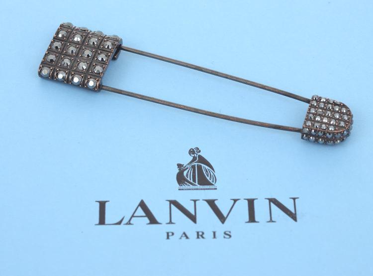 A BROOCH BY LANVIN