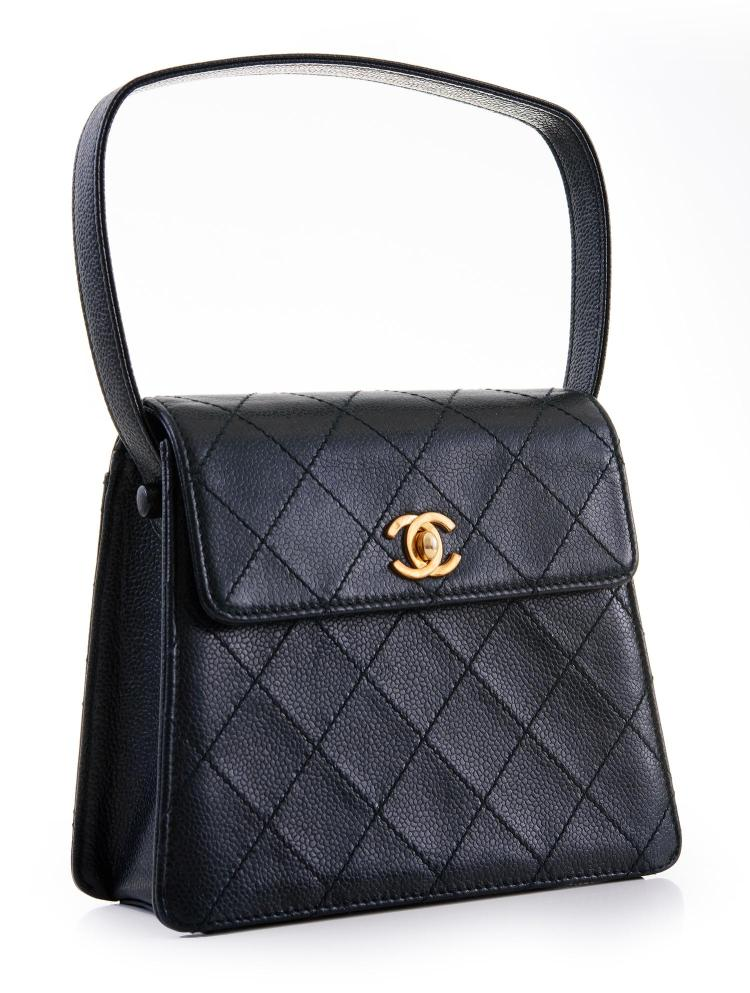 A VINTAGE HANDBAG BY CHANEL