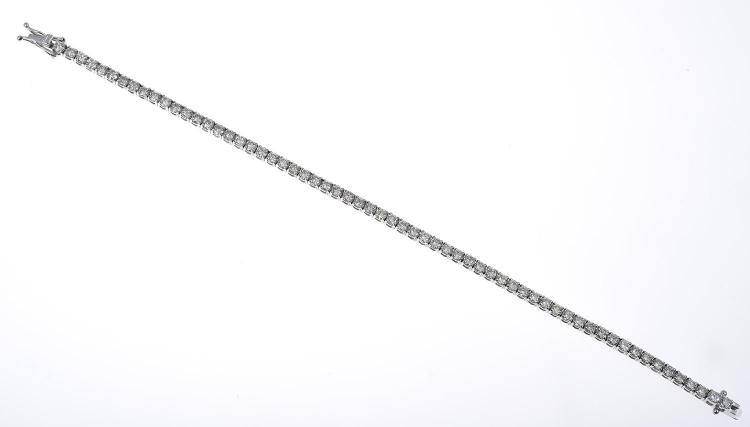 A DIAMOND TENNIS BRACELET OF APPROXIMATELY 5.10CTS, IN 18CT WHITE GOLD
