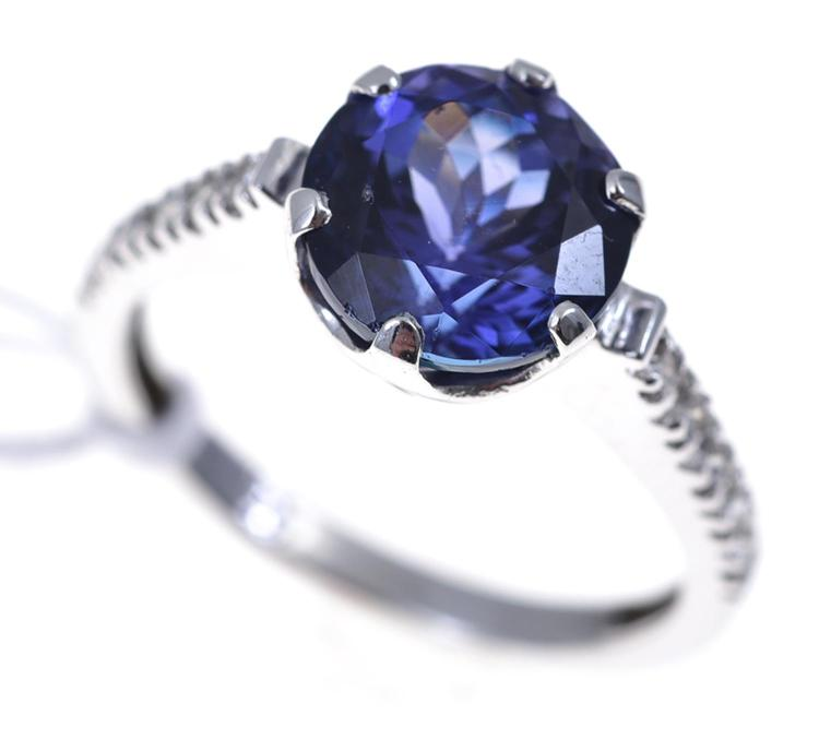 A TANZANITE AND DIAMOND DRESS RING SET IN 18CT WHITE GOLD, TANZANITE WEIGHING 3.60CTS.