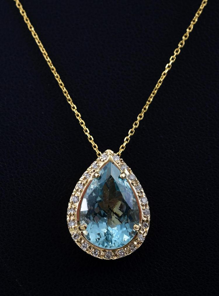 AN AQUAMARINE AND DIAMOND PENDANT NECKLACE SET IN 18CT GOLD