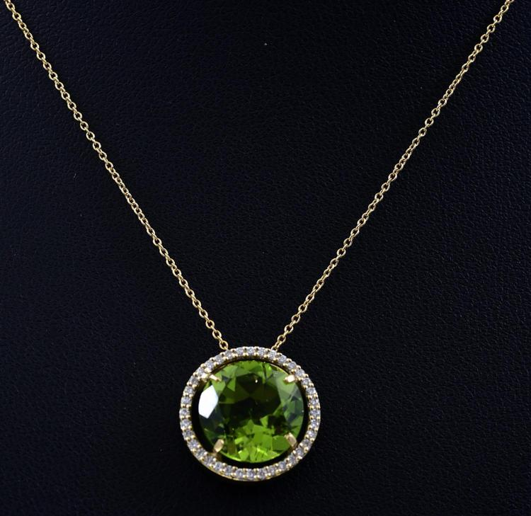 A PERIDOT AND DIAMOND PENDANT NECKLACE IN 18CT GOLD