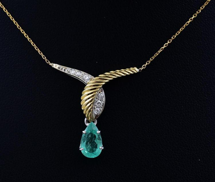 AN EMERALD AND DIAMOND PENDANT NECKLACE SET IN 18CT GOLD