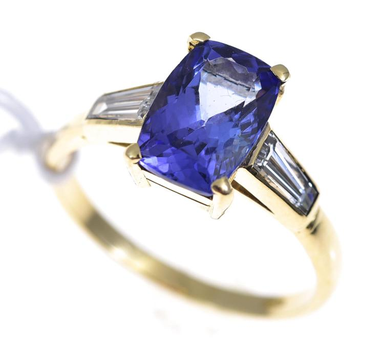 A TANZANITE AND DIAMOND RING IN GOLD