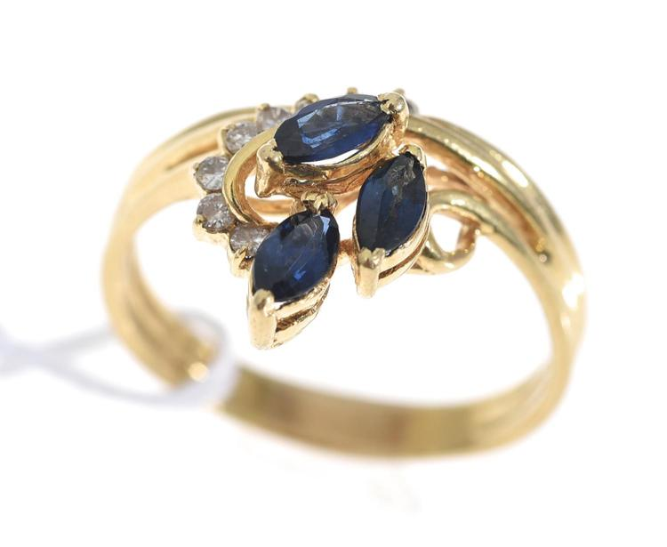 A SAPPHIRE AND DIAMOND SET DRESS RING, TESTED 14CT GOLD