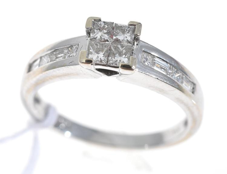 AN ILLUSION SET PRINCESS CUT DIAMOND RING, IN 18CT WHITE GOLD