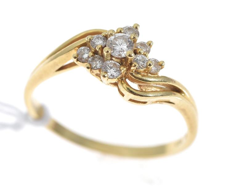A MULTI DIAMOND SET DRESS RING, IN 18CT GOLD