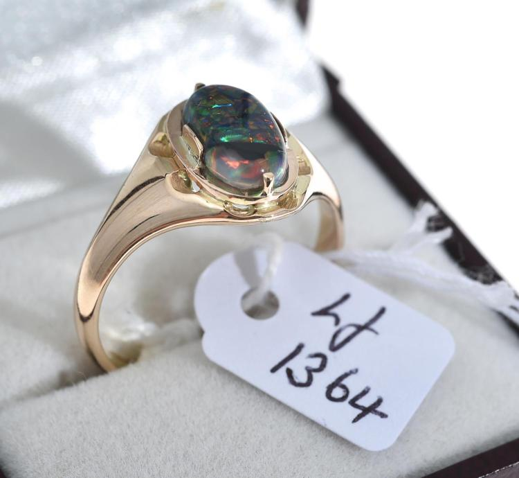 A SOLID BLACK LIGHTNING RIDGE OPAL RING, IN 15CT GOLD