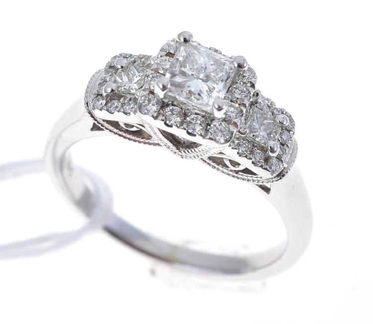 A PRINCESS CUT THREE STONE DIAMOND RING, DIAMOND WEIGHT TOTALLING 1.06CTS, IN 14CT WHITE GOLD