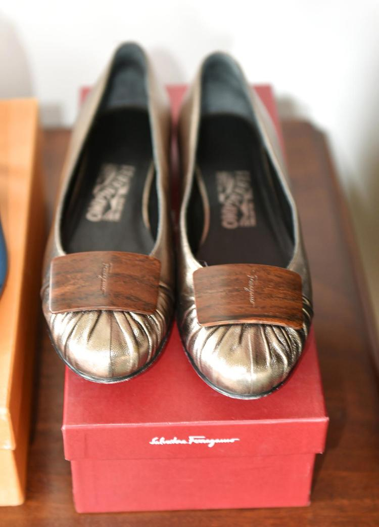 A PAIR OF SALVATORE FERRAGAMO BALLET FLATS