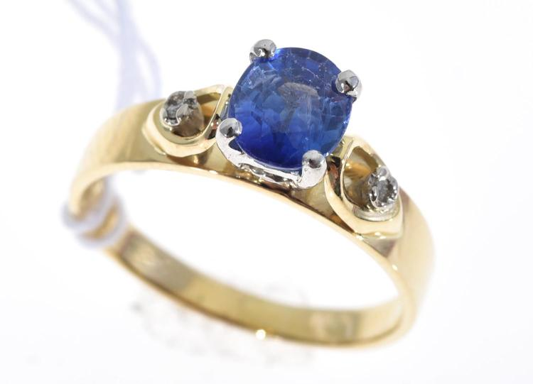 A SAPPHIRE AND DIAMOND RING IN PLATINUM AND 18CT GOLD