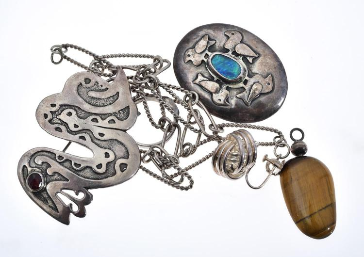 A BAG OF ASSORTED SILVER JEWELLERY