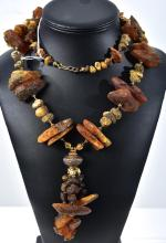 A LARGE VINTAGE AMBER NECKLACE