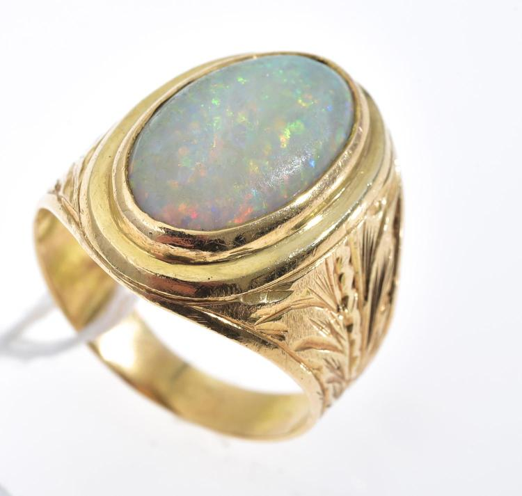 A SOLID OPAL SET RING IN 18CT GOLD.