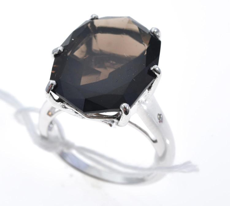 A SMOKY QUARTZ AND DIAMOND RING, QUARTZ WEIGHING APPROXIMATELY 10.84CTS, MOUNTED IN WHITE GOLD