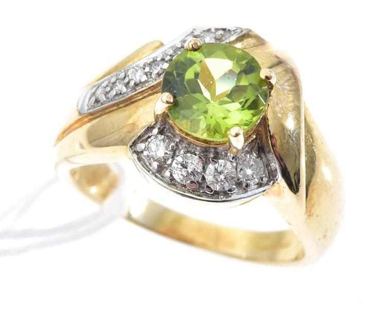 A PERIDOT AND DIAMOND RING, MOUNTED IN 9CT GOLD