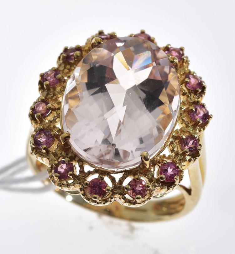 A MORGANITE AND PINK TOURMALINE RING MOUNTED IN 9CT GOLD