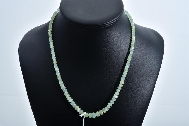 A FACETED EMERALD BEAD NECKLACE WITH SILVER CLASP