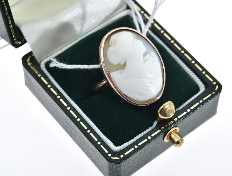 A CAMEO RING IN 9CT GOLD
