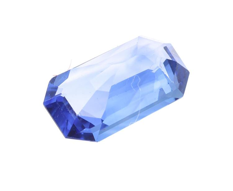 A LOOSE SAPPHIRE WEIGHING 2.5CTS