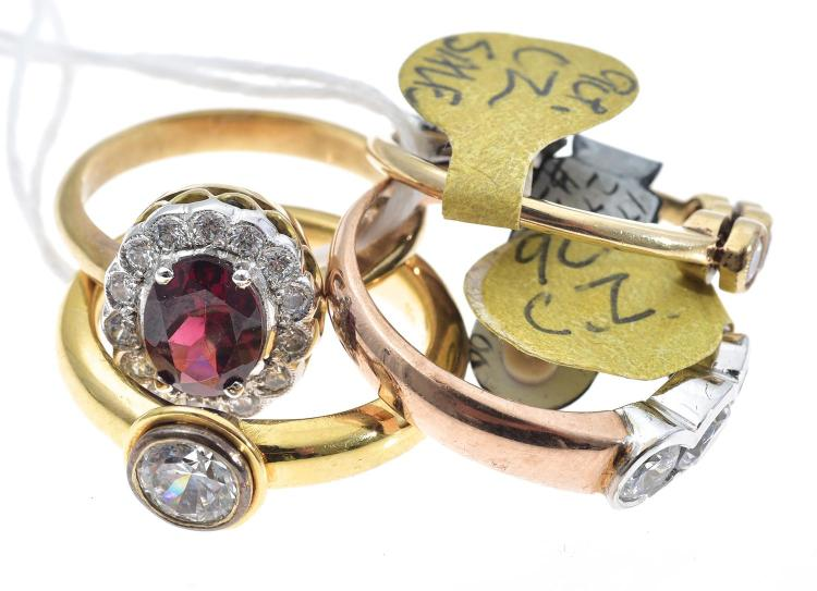 FOUR ASSORTED GOLD STONE SET RINGS INCLUDING CUBIC ZIRCONIA.