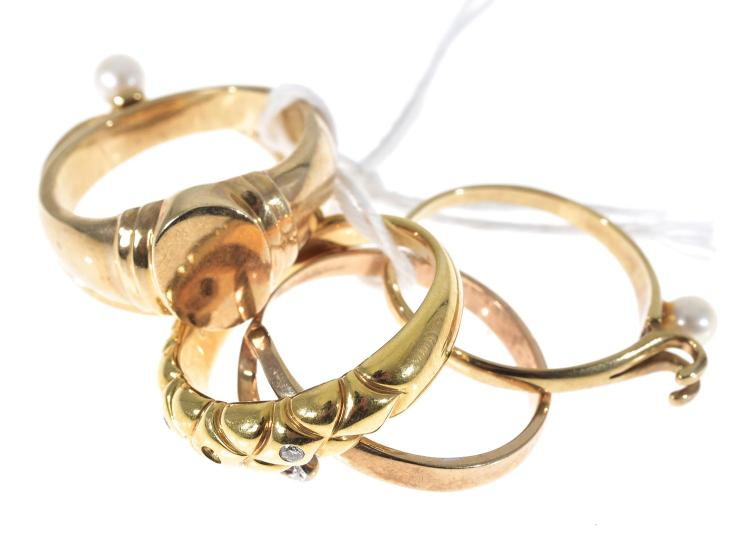 FIVE ASSORTED 9CT GOLD RINGS INCLUDING DIAMOND