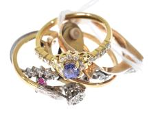 FIVE ASSORTED STONE SET 9CT GOLD RINGS INCLUDING DIAMOND