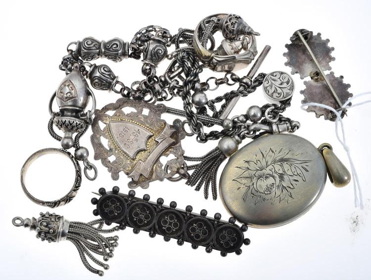 A COLLECTION OF ANTIQUE SILVER JEWELLERY AND OTHER INCLUDING ALBERTINA, FOBS, TASSLES ETC