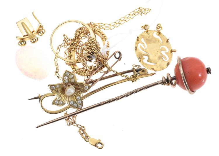 A BAG OF ASSORTED GOLD JEWELLERY INCLUDING VICTORIAN STICK PIN  AND DIAMOND RING