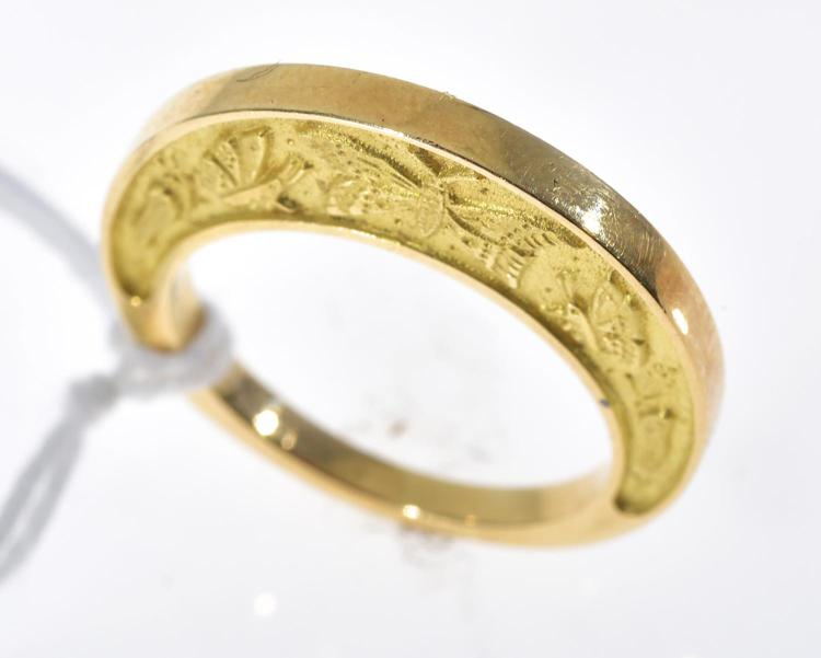 A FRENCH GOLD RING WITH CHASED DECORATION OF BUTTERFLIES SET IN 18CT GOLD