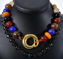 A SEMI PRECIOUS STONE SET POLISHED BEAD NECKLACE INCLUDING AMBER, LAPIS LAZULI, QUARTZ, ONYX ETC WITH SILVER GILT DETAIL, TOGETHER W...