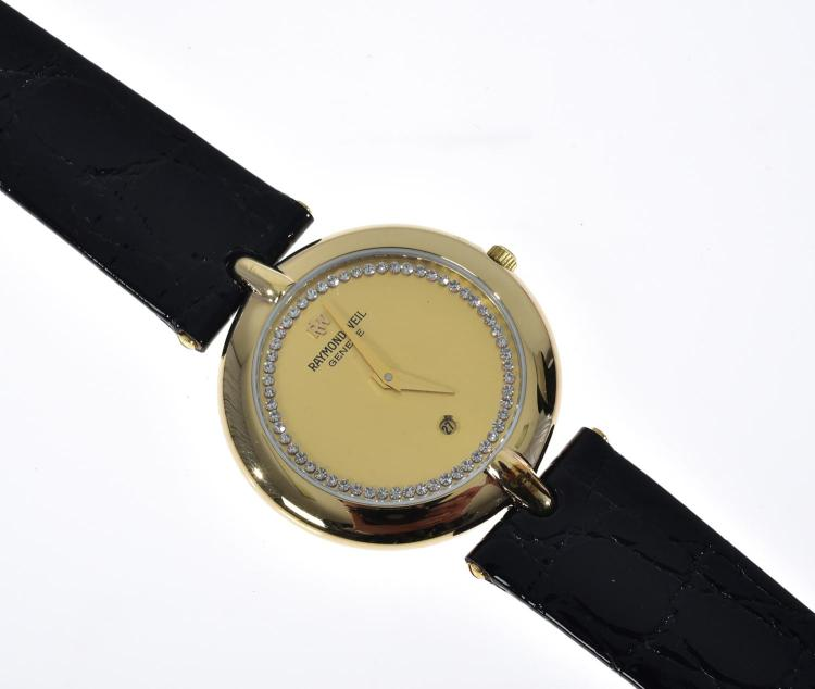 A RAYMOND WEIL GOLD PLATED WRISTWATCH WITH LEATHER BANDS, PRESENTED WITH POUCH.