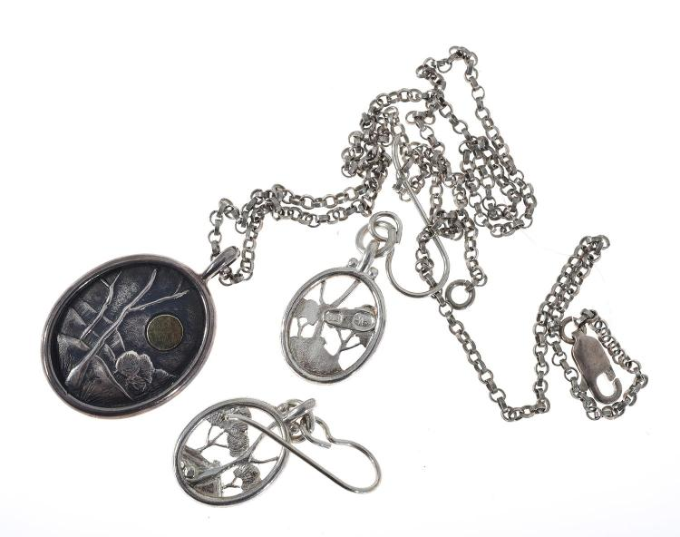 A HANDCRAFTED TONY KEAN STERLING SILVER PENDANT AND CHAIN AND A PAIR OF SIMILAR EARRINGS