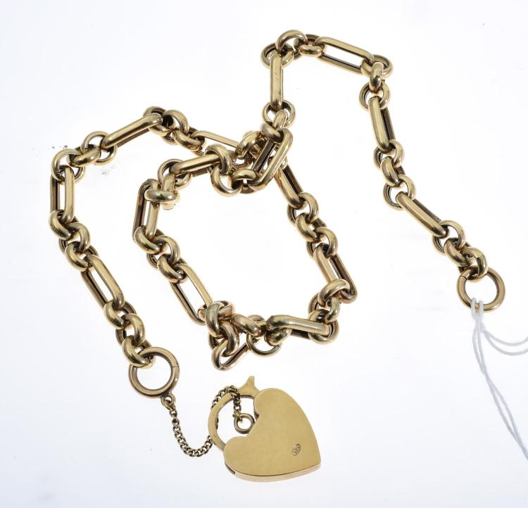 A NECKLACE IN 9CT GOLD WITH A HEART LOCKET