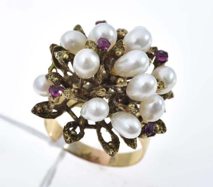 A PEARL AND RUBY RING IN 14CT GOLD