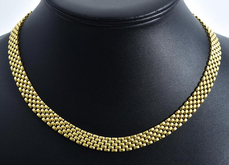 A GOLD BRICK LINK NECKLACE SET IN 18CT YELLOW GOLD