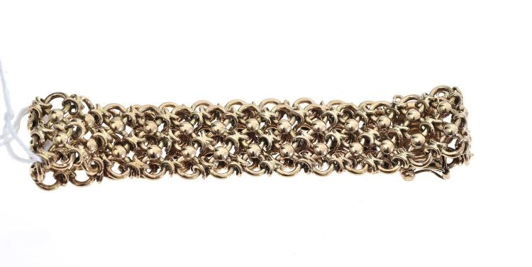 A BRACELET IN 9CT GOLD CHAIN