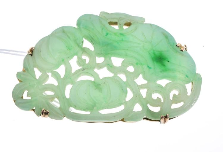 A JADE SET INCLUDING A PAIR OF EARRINGS AND BROOCH