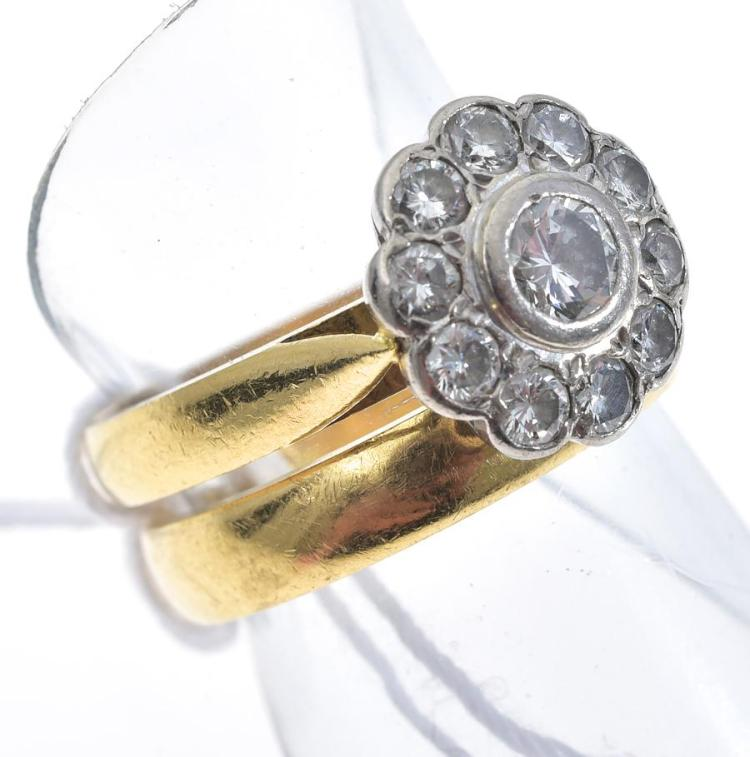 A DIAMOND DAISY FLOWER CLUSTER BY ELKS MOUNTED IN 18CT GOLD WITH FITTED WEDDER IN 18CT GOLD