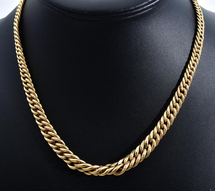 A NECKLACE OF GRADUATED CURB LINKS IN GOLD