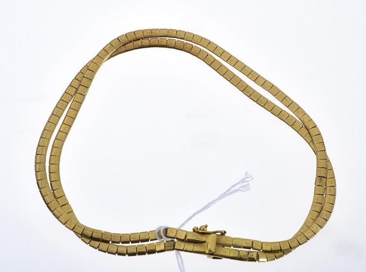 A BRACELET IN 18CT GOLD