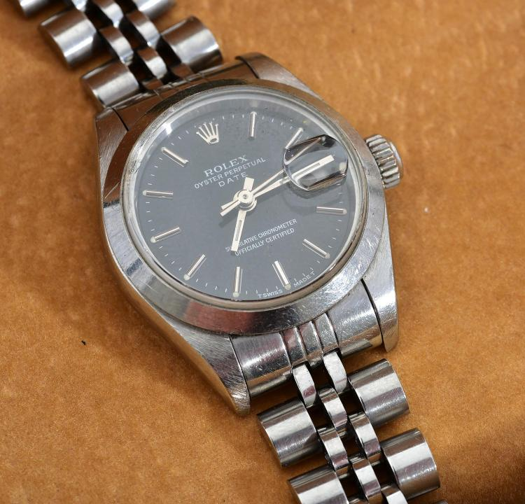 A LADIES OYSTER PERPETUAL DATE JUST STAINLESS STEEL WRISTWATCH WITH BOX