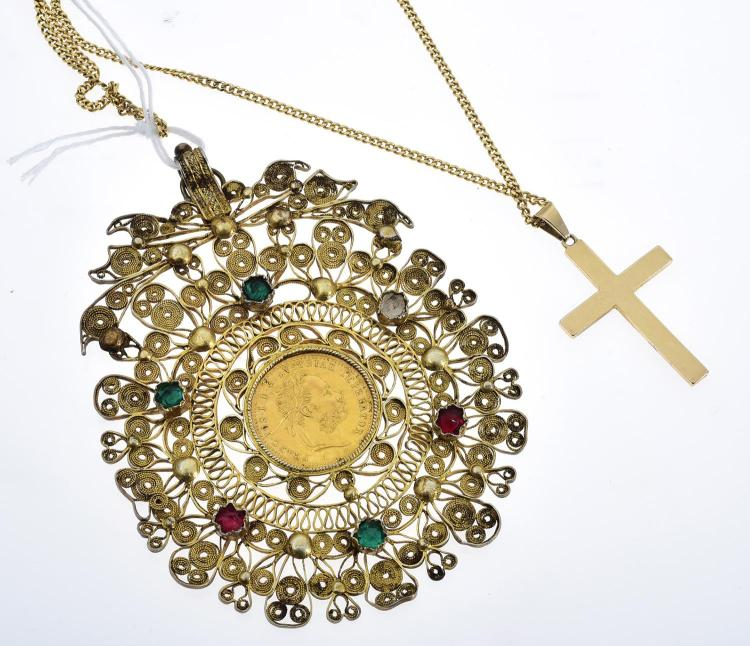 A GOLD COIN IN A SILVER GILT FILIGREE MOUNT TOGETHER WITH AN 18CT GOLD CROSS AND CHAIN
