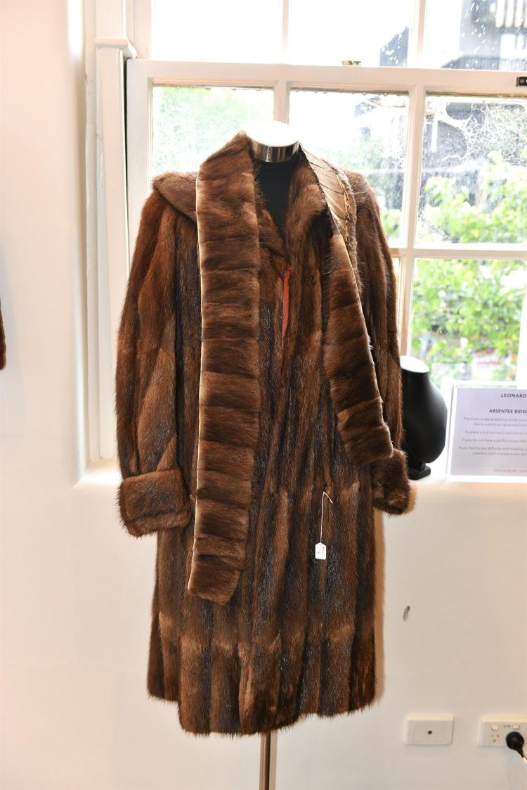 A LONG LENGTH FUR JACKET