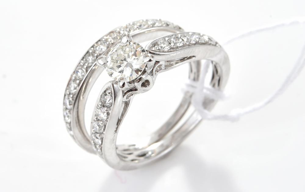A DIAMOND RING AND WEDDER IN 18CT WHITE GOLD, CENTRAL DIAMOND WEIGHING 0.50CTS